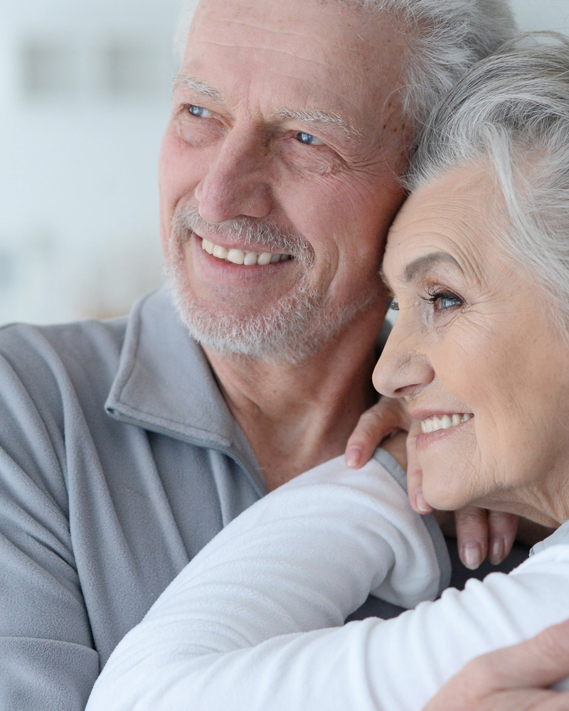 senior-couple-smiling